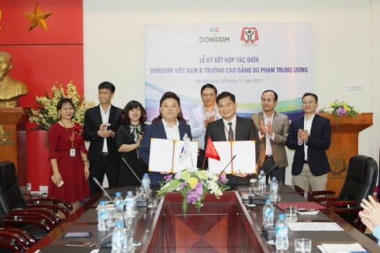 Công ty Cổ phần Dịch vụ Giáo dục Dongsim Việt Nam kí kết hợp tác với trường Cao đẳng Sư phạm Trung ương và trường Đại học Sư phạm Đà Nẵng.