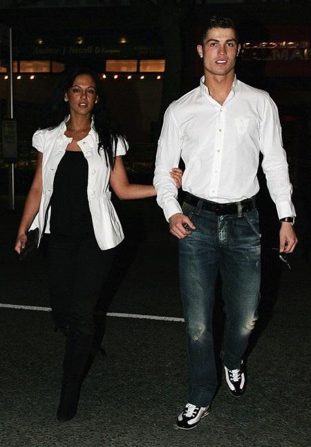 C.Ronaldo bất ngờ được bạn gái cũ lên tiếng bảo vệ