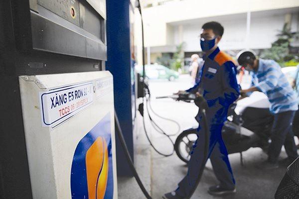 Giá xăng giảm 144 - 224 đồng/lít từ chiều nay.