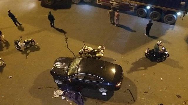 Chiếc xe BMW do nữ tài xế điều khiển sau khi uống rượu bia đã gây tai nạn tại Hàng Xanh