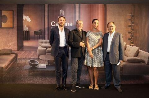 Ông bà Starck (ở giữa) với đại diện Eurasia Concept - Ông Vincent Au và đại diện Cassina - Ông Stefano Crea
