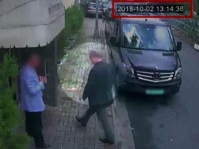 Hình ảnh nhà báo Jamal Khashoggi bước vào lãnh sự quán Ả rập Xê út hôm 2/10 (Ảnh: ABC News)