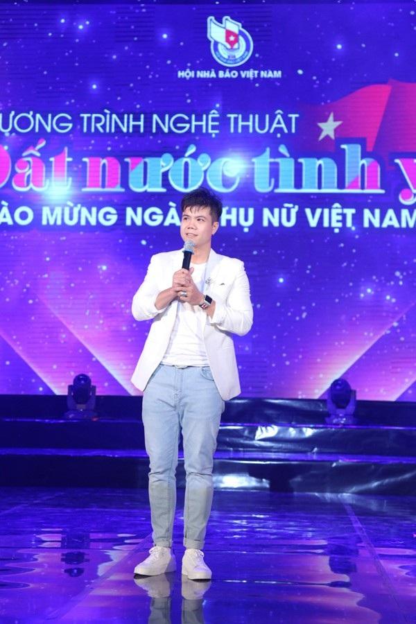 Ca sĩ Đinh Mạnh Ninh với ca khúc Bài ca tình yêu
