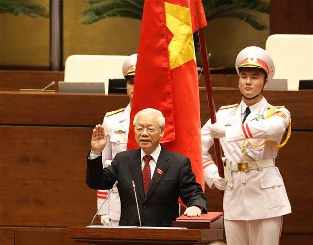 Chủ tịch nước Nguyễn Phú Trọng đọc lời tuyên thệ trong lễ nhậm chức chiều ngày 23/10
