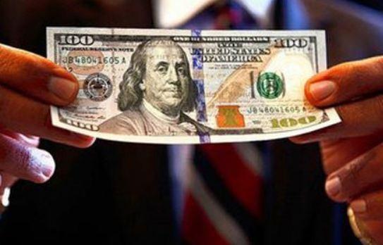 Đổi 100 USD tại tiệm vàng không được cấp phép thu đổi ngoại tệ, anh R. bị phạt 90 triệu đồng (ảnh minh họa)