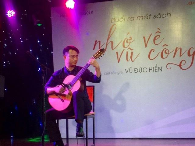 """Đại diện Ban tổ chức, nghệ sĩ Vũ Hiển cho biết, Festival guitar """"Alma Ha Noi International festival and competition"""" không chỉ là bệ phóng và là vườn ươm cho những tài năng mới có cơ hội phát triển."""