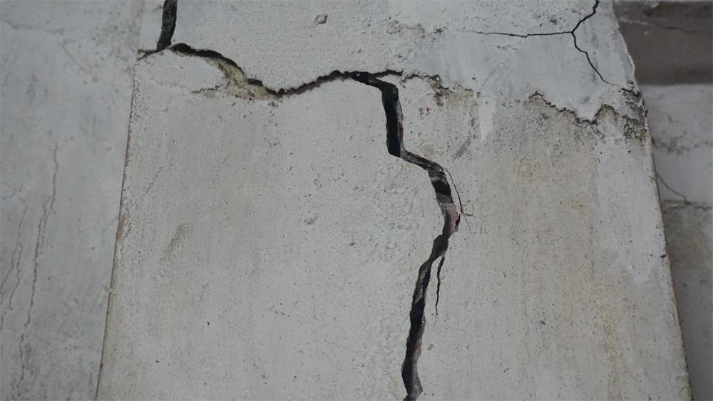Vụ nhiều nhà dân nứt, lún do xây trường: Sẽ khắc phục ngay - Ảnh 2.