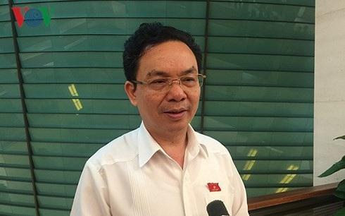 Ông Hoàng Văn Cường – Hiệu trưởng Trường Đại học Kinh tế Quốc dân - trả lời phỏng vấn của phóng viên VOV.VN bên hành lang Quốc hội sáng 22/10/2018.