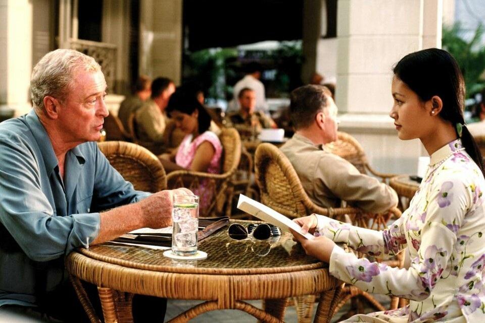 """Tài Tử """"Người Mỹ Trầm Lặng"""" Đưa Vợ Tới Phim Trường Suốt 45 Năm Để... Không  Ngoại Tình"""