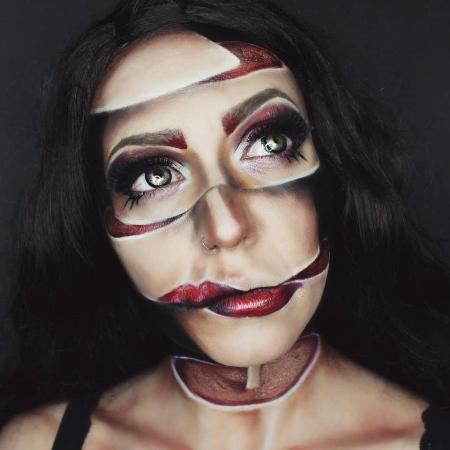 Trông cô gái như thể bị cắt rời ra từng mảnh