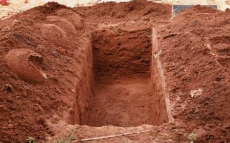 Deeraj Kharol đã bất tỉnh sau 8 tiếng bị chôn sống dưới huyệt đất