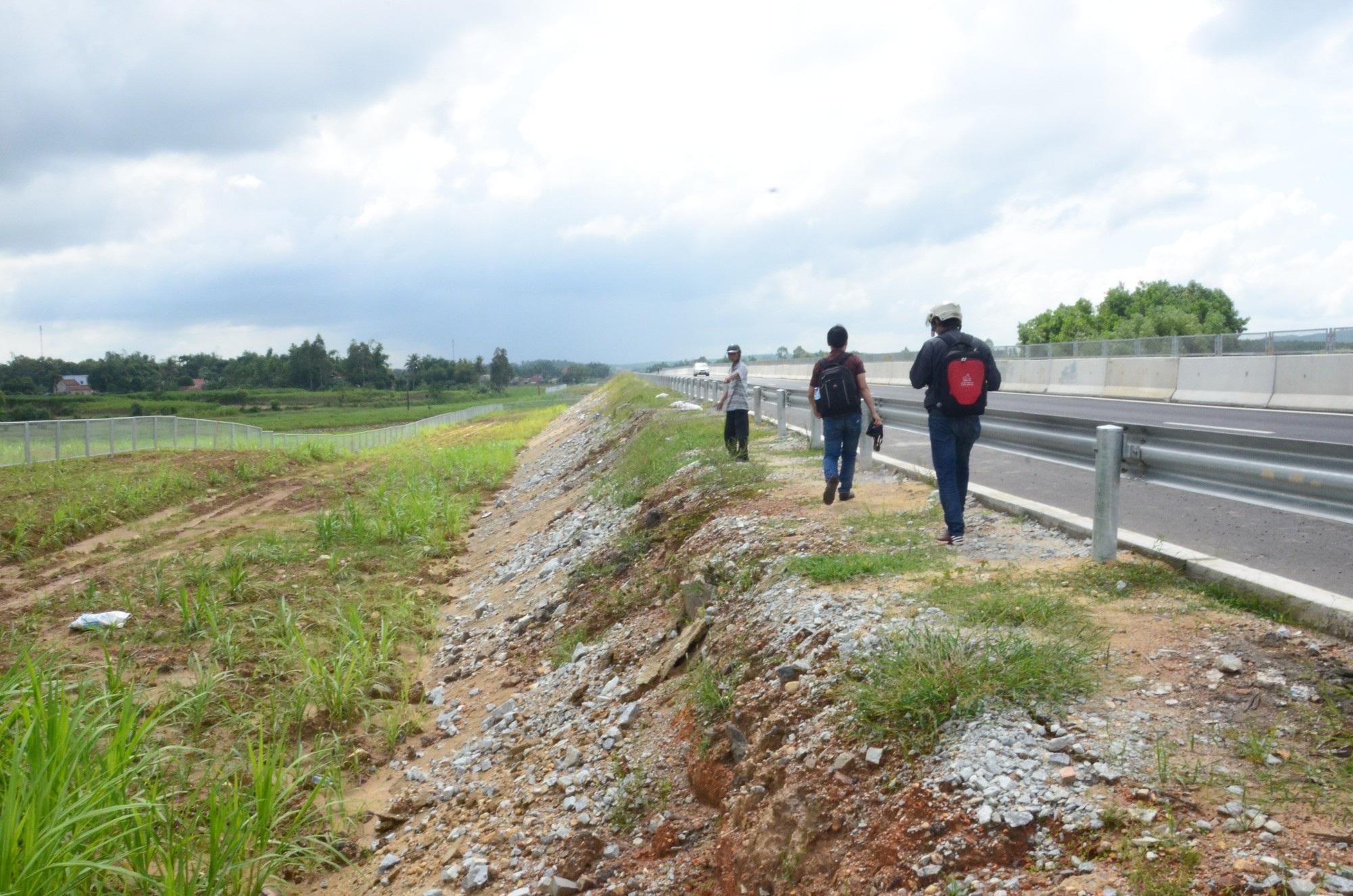 Cao tốc Đà Nẵng - Quảng Ngãi: Bê tông mái taluy vỡ vụn - Ảnh 7.