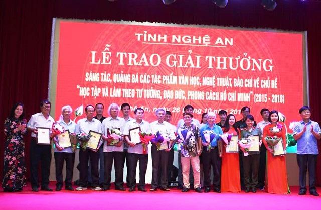Trao thưởng cho 45 tác phẩm viết về chủ đề học tập và làm theo Bác - Ảnh 2.