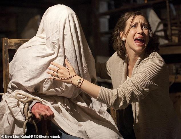 """""""The Conjuring"""" (Ám ảnh kinh hoàng - 2013) là một phim kinh dị hiện đại hiếm hoi được người xem điện ảnh đón nhận và đánh giá cao"""