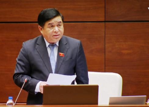 Bộ trưởng Nguyễn Chí Dũng phát biểu trên nghị trường.