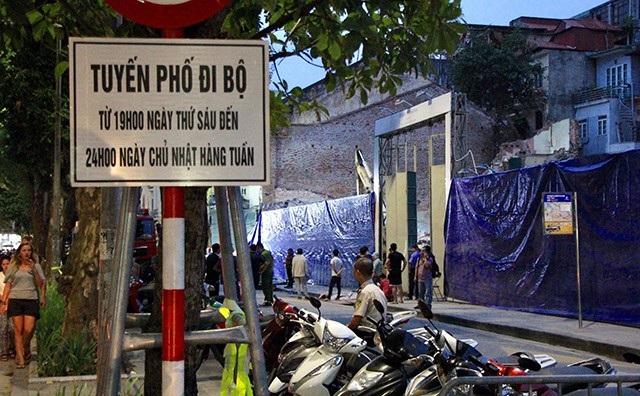 Ngôi nhà sập nằm trên đường Lê Thái Tổ, thời điểm đang tổ chức phố đi bộ khiến nhiều người dân hoảng loạn