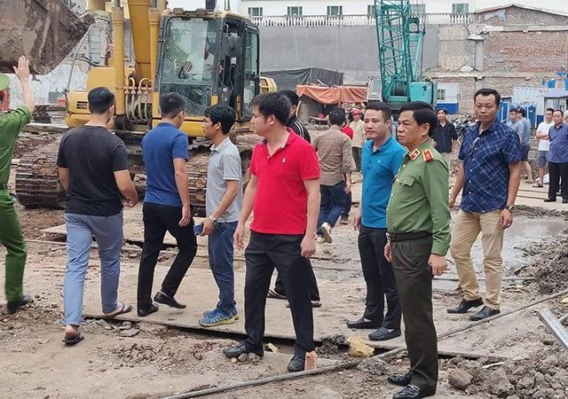 Sau khi ngôi nhà sập, Thiếu tướng Đoàn Duy Khương - Giám đốc Công an TP Hà Nội đã có mặt tại hiện trường