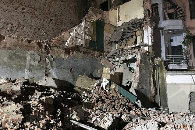 Toàn bộ ngôi nhà sát dự án xây khách sạn ven hồ Gươm bị sập