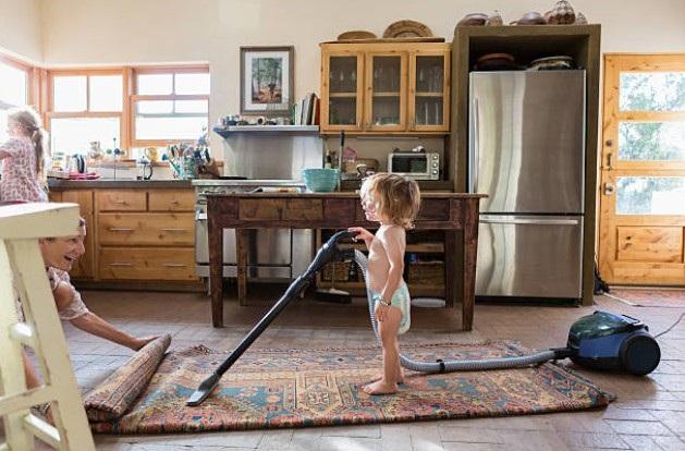 Giữ cho nhà sạch không phải việc của mỗi một mình mẹ - 1