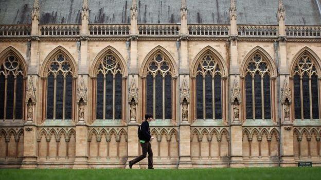 Đại học Cambridge, Anh.