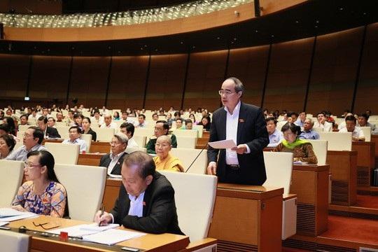 Bí thư Thành uỷ TP HCM Nguyễn Thiện Nhân quan tâm đặc biệt đến vấn đề năng suất lao động - Ảnh: Quang Khánh