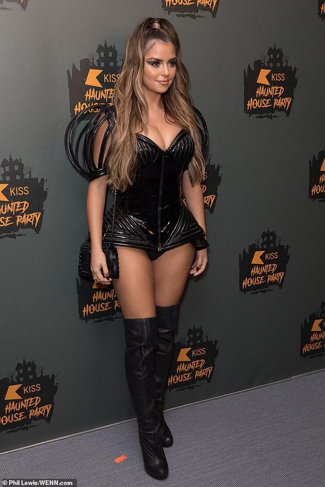 Demi Rose rất nổi tiếng và đắt show sự kiện