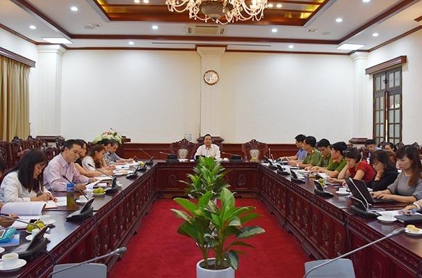 Thứ trưởng Bộ Tư pháp Trần Tiến Dũng chủ trì buổi họp thẩm định dự án Luật Cư trú sửa đổi (Ảnh: BTP).