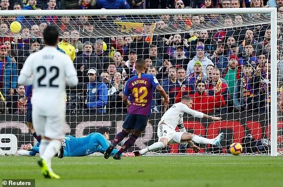 Coutinho lanh lùng hạ gục cả thủ môn Courtois lẫn trung vệ Ramos