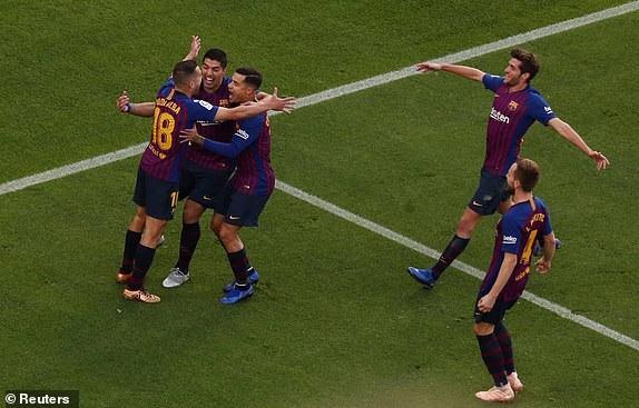 Barcelona 5-1 Real Madrid: Cú hattrick của Luis Suarez - 16