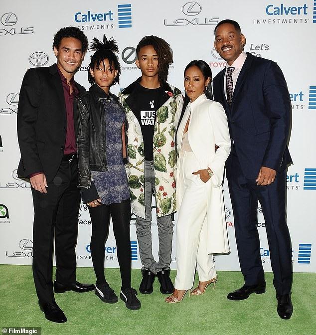Gia đình nhỏ của Will và Jada. Trey (ngoài cùng bên trái) - con trai riêng của Will - có quan hệ tốt đẹp với Jada.