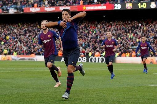 Luis Suarez ăn mừng bàn thắng nâng tỷ số lên trận đấu lên 3-1