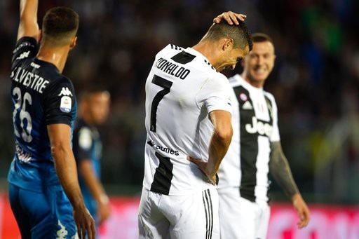 C.Ronaldo tỏa sáng rực rỡ, Juventus lội dòng giành chiến thắng - 1