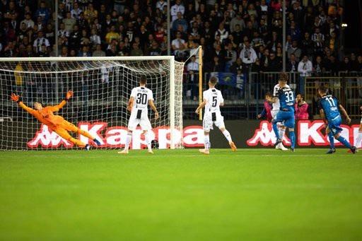 C.Ronaldo tỏa sáng rực rỡ, Juventus lội dòng giành chiến thắng - 2