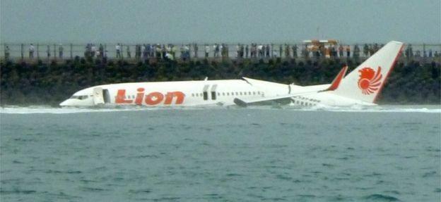 Một máy bay của Lion Air từng rơi ở Bali năm 2013. Toàn bộ hành khách may mắn sống sót. (Ảnh: AFP)