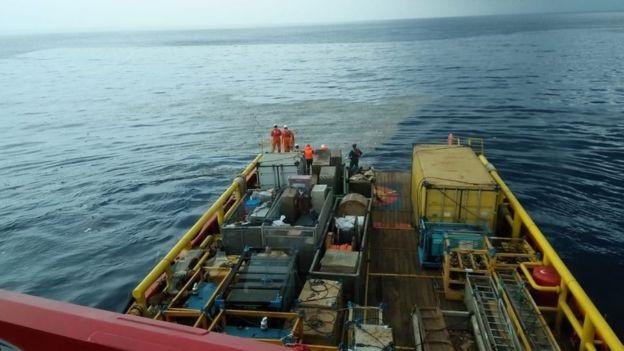 Tìm thấy các mảnh vỡ trôi nổi trên biển của máy bay Indonesia chở 189 người - 2