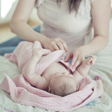Thuê một vú em là giải pháp lý tưởng với những gia đình nhà giàu