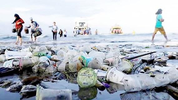 Rác thải nhựa trên đảo Nusa Penida tại Bali, Indonesia.