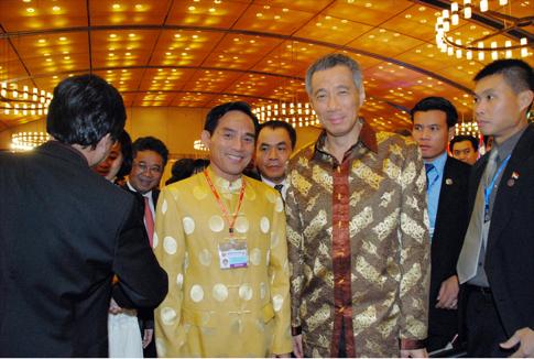 Ông Thái Tuấn Chí - Chủ tịch HĐQT Công ty CP Tập đoàn Thái Tuấn với Thủ tướng Sigapore - Lý Hiển Long