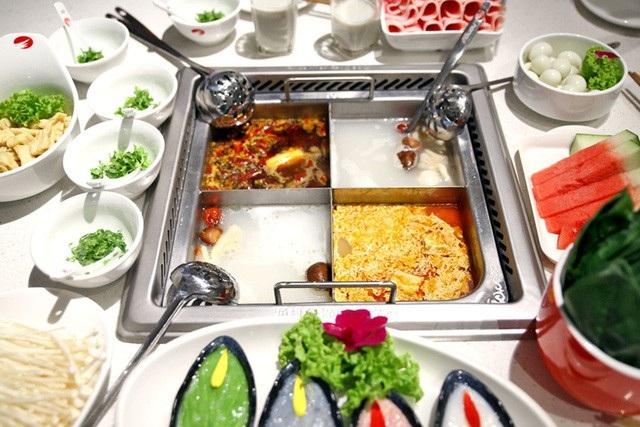 Haidilao là chuỗi nhà hàng lẩu nổi tiếng ở Trung Quốc, nhưng từng dính không ít những lùm xùm liên quan tới vấn đề an toàn thực phẩm