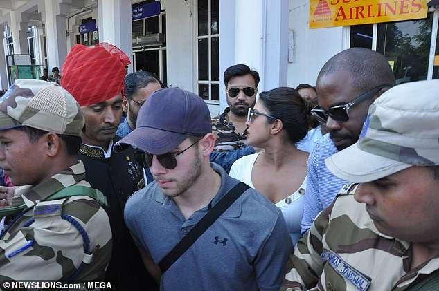 Priyanka Chopra và Nick Jonas từng có lễ đính hôn truyền thống tại Ấn Độ vào tháng 8 vừa qua