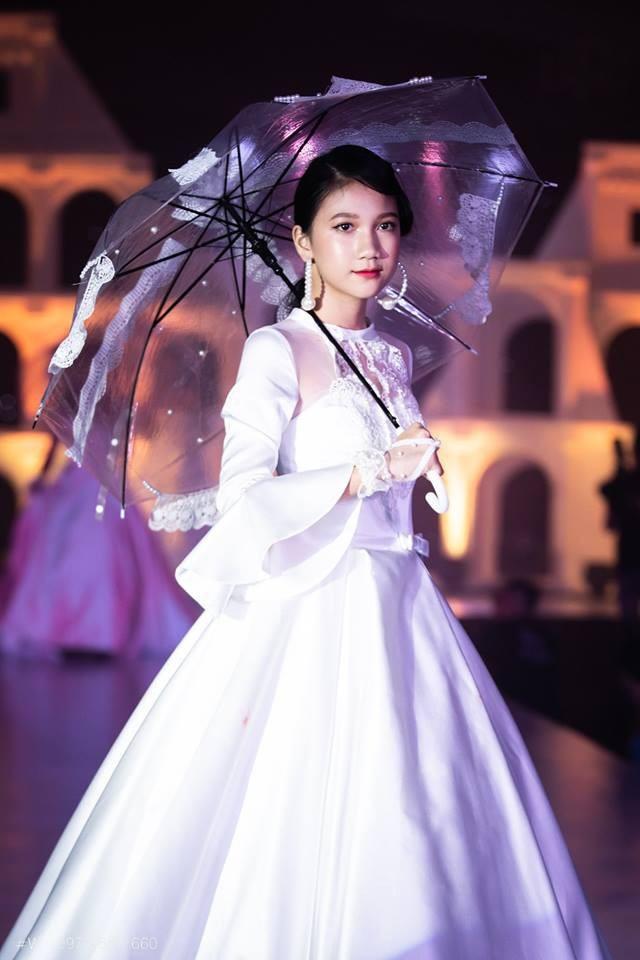 """Nguyễn Nhật Hạ Vi - """"đôi chân vàng"""" của làng thời trang Việt Nam trong tương lai không xa."""
