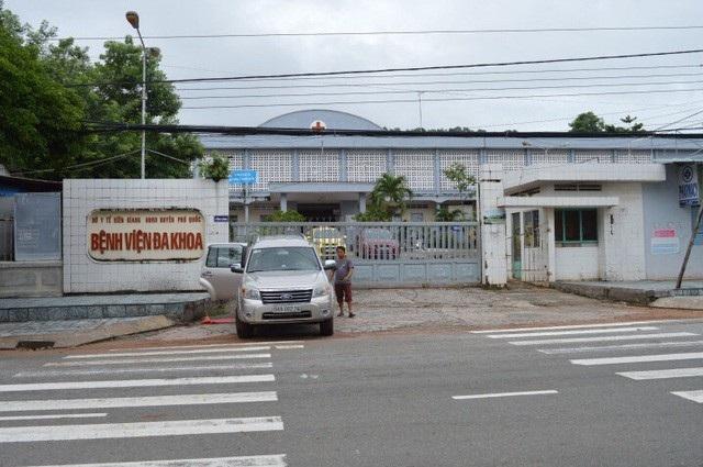 Hiện cơ quan công an thị trấn Dương Đông đang làm rõ vụ việc cũng như đối tượng đánh y sĩ Trung Hậu