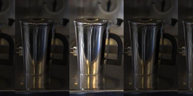 Cận cảnh cốc uống nước đắt đỏ của không quân Mỹ (Ảnh: Fox News)