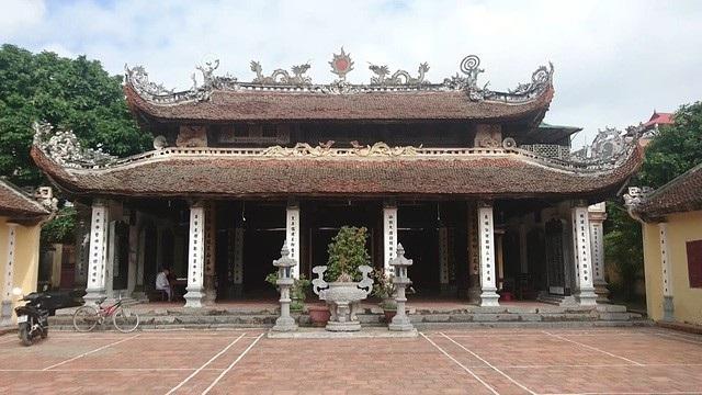 Đình Đại Mỗ là di tích lịch sử, kiến trúc và nghệ thuật được xếp hạng nhưng vẫn bị xâm hại.