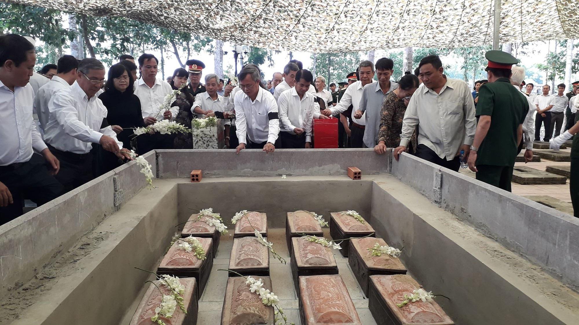 An táng 13 hài cốt liệt sĩ tìm thấy trong rẫy nhà dân - Ảnh 2.