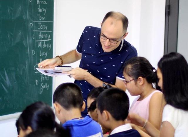 Học tiếng Anh với giáo viên người nước ngoài tại Trung tâm ASEM Vietnam (TP Vinh).