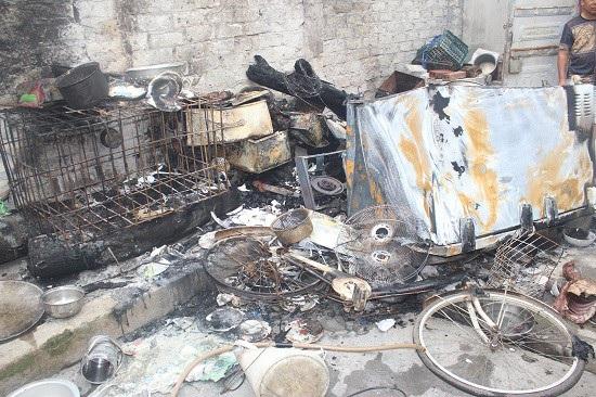 Tài sản nhà bà Hồng bị Hùng châm lửa đốt cháy rụi (ảnh QTV)