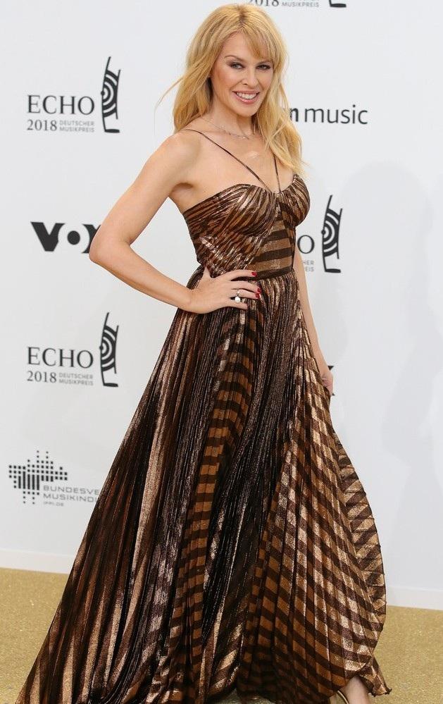 Kylie từng có mối tình đẹp và được báo chí ca ngợi với ngôi sao điện ảnh Olivier Martinez từ năm 2003 tới năm 2007. Oliver đã trở thành chỗ dựa vững chắc cho Kylie trong suốt thời gian cô chiến đấu với căn bệnh ung thư vú. Kylie cũng từng có thời gian hò hẹn với người mẫu Andrés Velencoso từ năm 2008 tới năm 2013.
