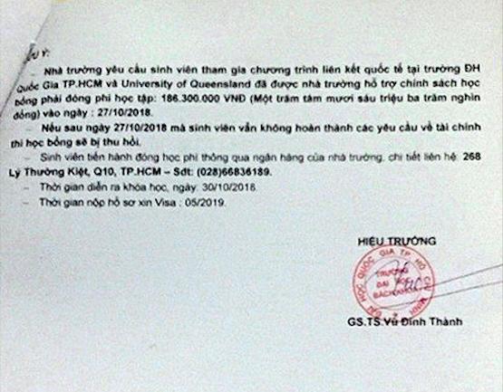 Một văn bản xác nhận và cam kết ngày 1/10 giả con dấu và chữ ký của Hiệu trưởng - GS Vũ Đình Thành, trong khi ông đã thôi làm công tác quản lý từ tháng 5