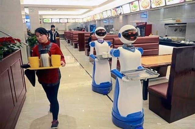 Robot không thể thay thế con người trong tất cả các công việc.